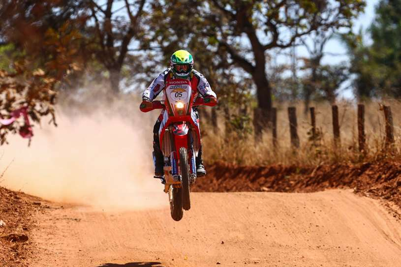 Após fechada de carro, Nielsen Bueno está fora do Rally dos Sertões 2014