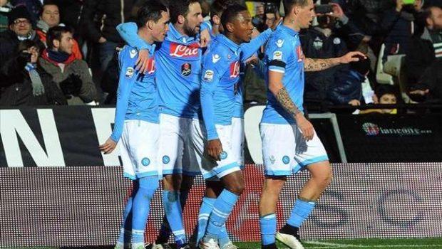 Com dois gols de Gonzalo Higuaín, Napoli goleia o Cesena por 4 a 1