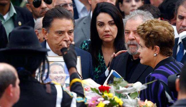 Dilma e Lula são vaiados e aplaudidos em velório de Campos