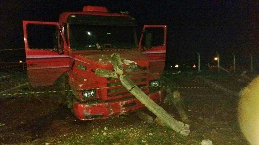 Criminosos usam caminhão para libertar detentos do presídio de Itumbiara