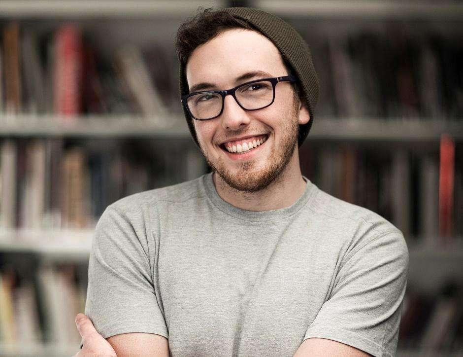 Escritor Frederico Elboni vem a Goiânia para o lançamento de Só a Gente Sabe o Que Sente