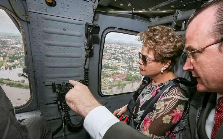 Dilma sobrevoa regiões atingidas por cheias no Rio Grande do Sul