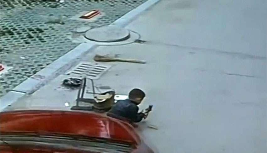 Criança de 6 anos sobrevive após carro passar por cima dela