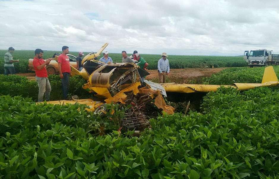 Piloto sobrevive após avião agrícola cair em fazenda de Montes Claros de Goiás