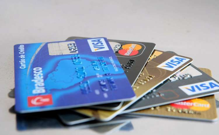 Tarifas dos cartões de crédito variam até 447%