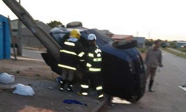 Casal fica ferido após bater o veículo num poste, no setor Grajaú
