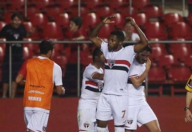 Luis Fabiano é expulso, mas São Paulo vence por 1 a 0