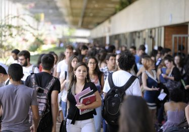 Jovens são os mais afetados pela crise econômica, diz Ipea