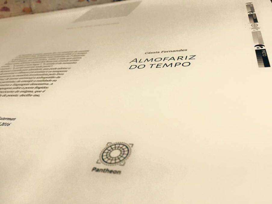 Cássia Fernandes lança livro Almofariz do tempo nesta terça