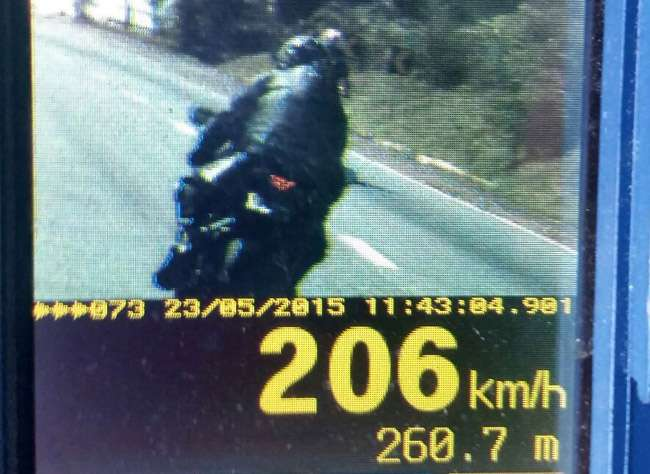 Motociclista é flagrado a 206 km/h na BR-060, entre Anápolis e Alexânia