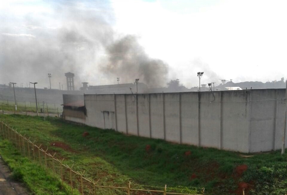 Detentos brigam e incendeiam colcões na CPP de Aparecida de Goiânia