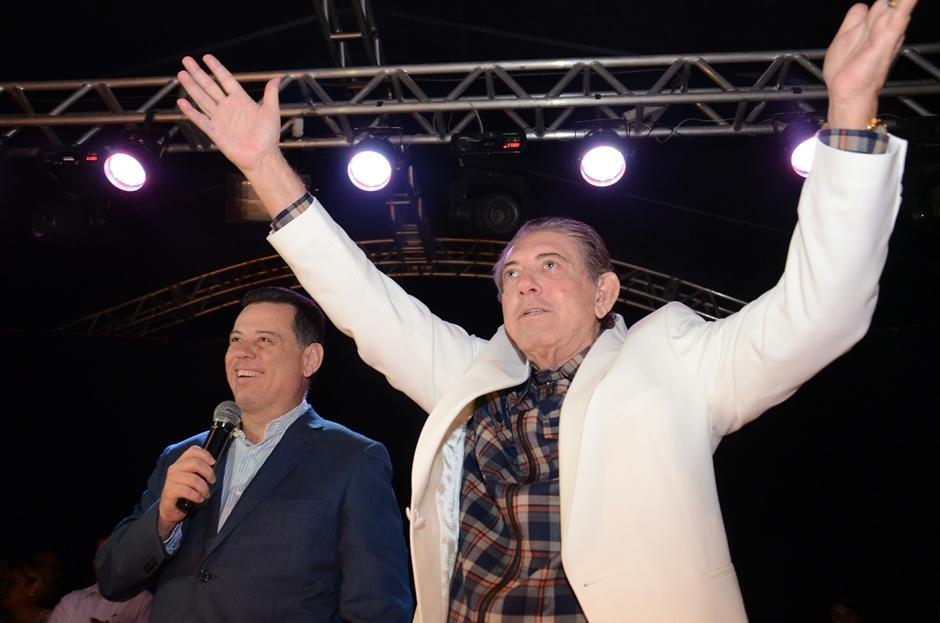 Marconi participa da festa de aniversário de João de Deus em Abadiânia