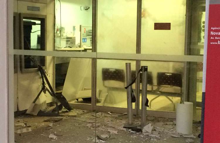 Bandidos explodem caixa eletrônico do Bradesco de Nova Glória (GO)