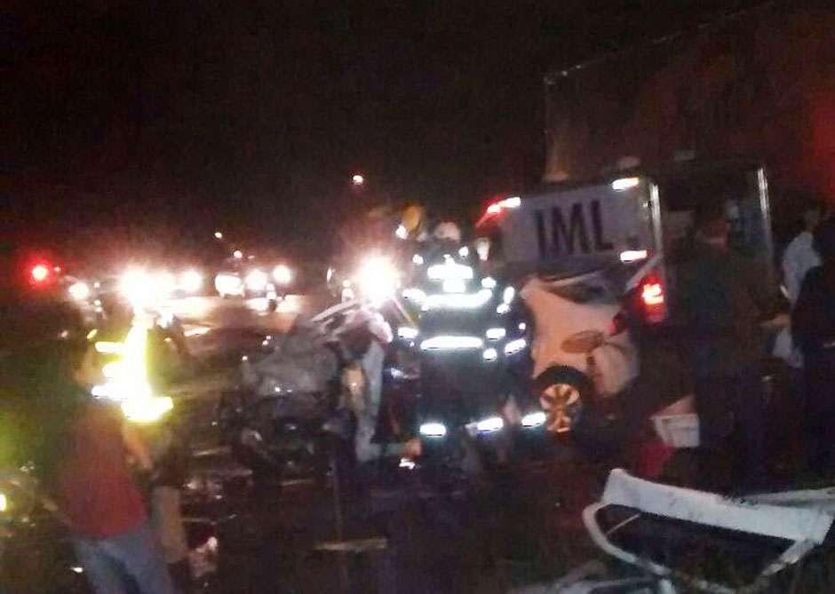 Três pessoas morrem em acidente envolvendo táxi e caminhão na GO-536