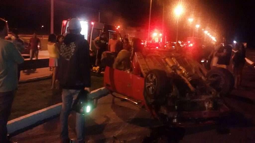 Motorista fica ferido em capotamento na GO-060