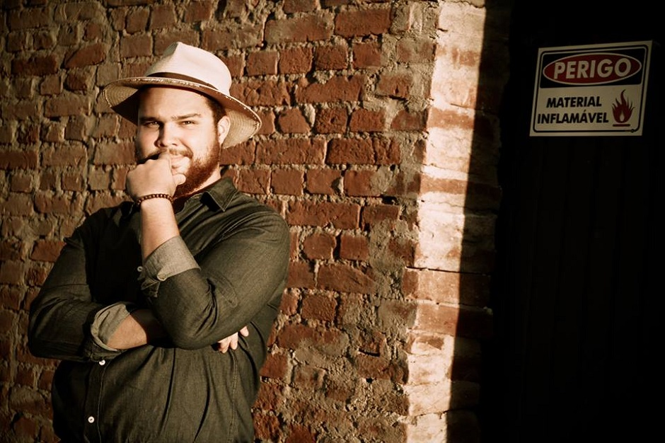 Flávio Robbie faz show de blues no Sesc Anápolis