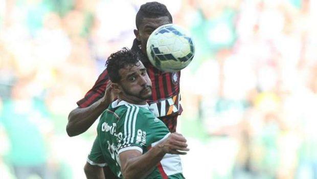 Palmeiras fica no empate, mas escapa do rebaixamento