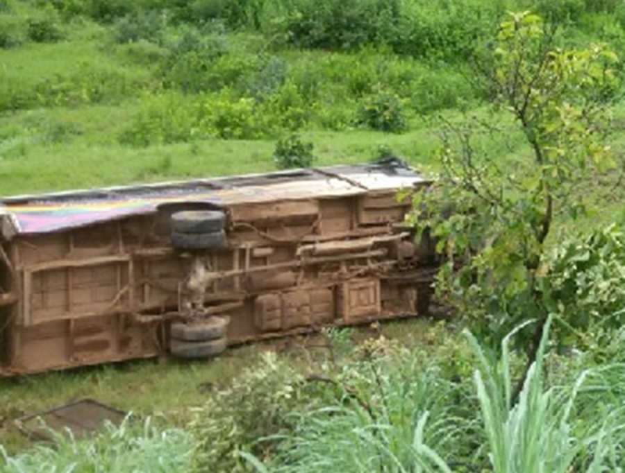 Motorista morre após acidente com ônibus escolar na GO-164, em Goiás