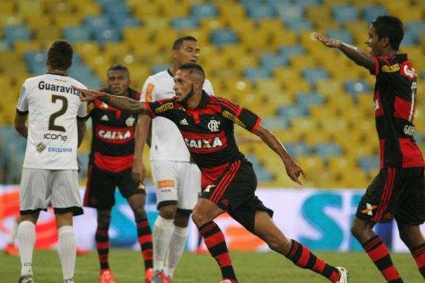 Com boa atuação de Paulinho, Flamengo bate Volta Redonda
