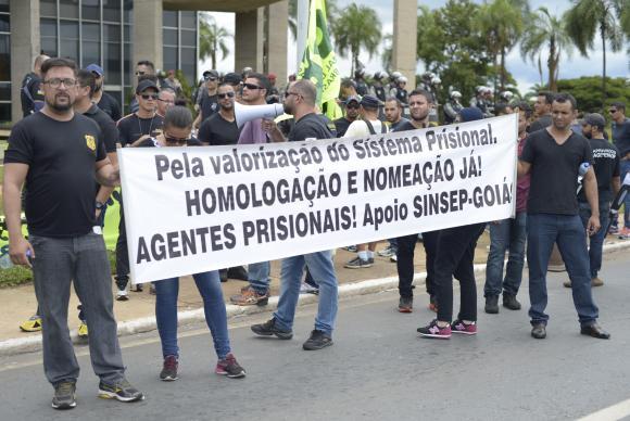 Em Brasília, agentes penitenciários pedem a contratação de mais profissionais