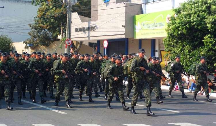 Desfile de 7 de Setembro lota Avenida Tocantins, em Goiânia