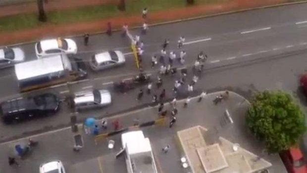 Servidores do Ministério Público da União fazem manifestação na Avenida T-63