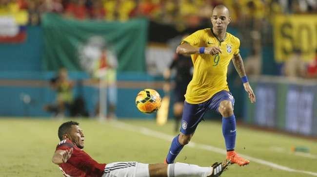 Com gol de falta de Neymar, Brasil derrota a Colômbia