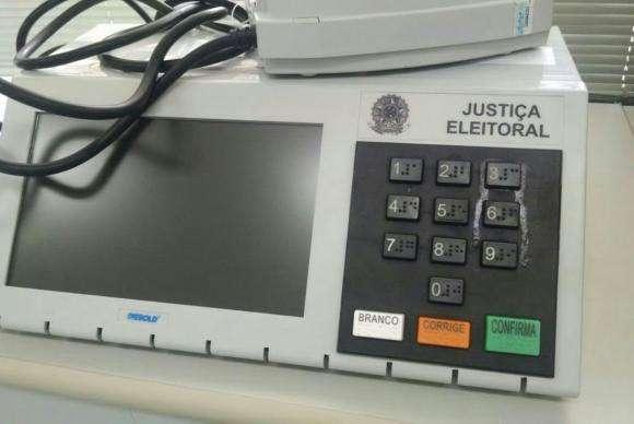 Eleitor cola tecla de urna em Formosa (GO) e é procurado pela Polícia Federal