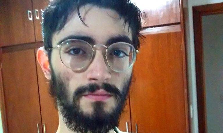 Corpo de jovem morto pelo pai é velado no Cemitério Jardim das Palmeiras