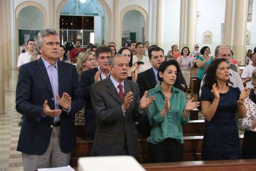 Iris participa de missa em comemoração ao aniversário de Goiânia