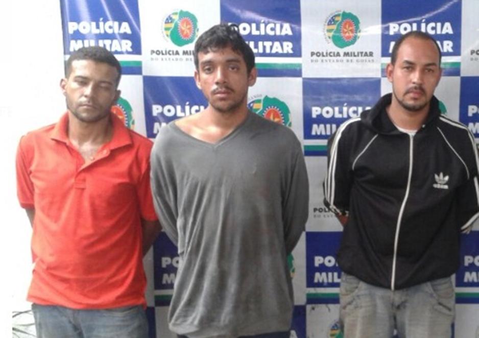 Policial de folga prende três homens por roubo