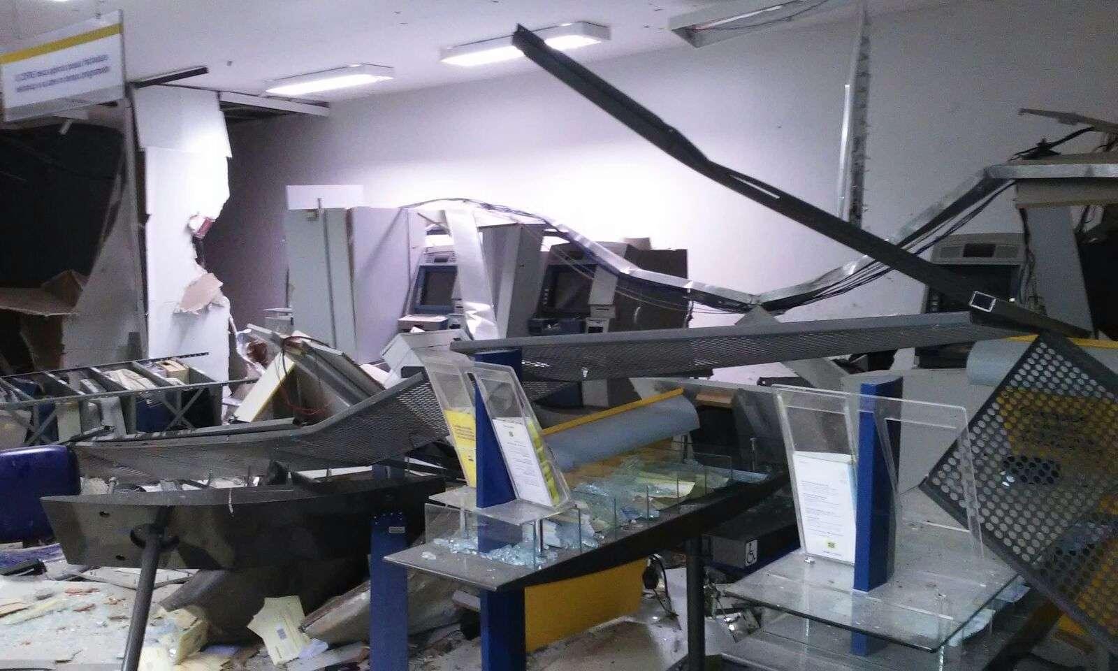 Bandidos explodem banco em Mara Rosa