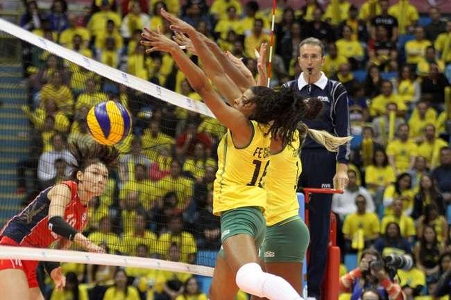 Brasil atropela Coreia e vence a 4ª no Grand Prix