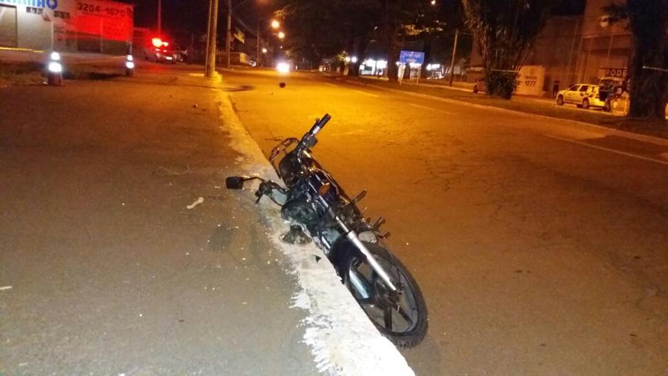 Motociclista morre após bater moto em meio-fio no Setor Santa Genoveva