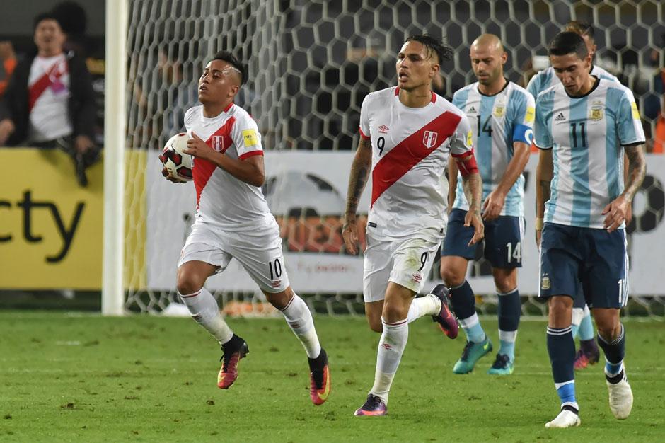 Com gols de Guerrero e Cueva, Peru empata e derruba Argentina para o 5º lugar