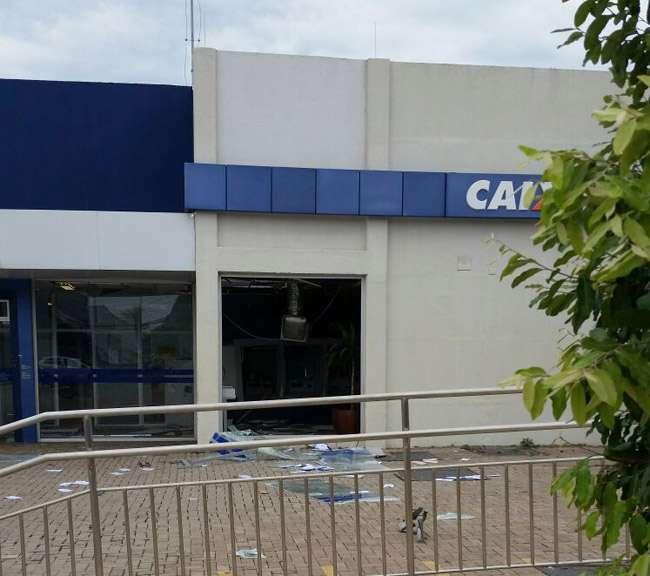 Bandidos explodem caixa eletrônico de agência bancária no Jardim Novo Mundo