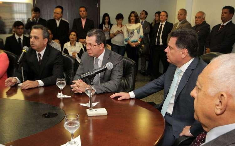 """Ao empossar novos auxiliares, Marconi diz que """"Governo de Goiás não vai se render ao comodismo"""" e """"vai continuar inovando"""""""