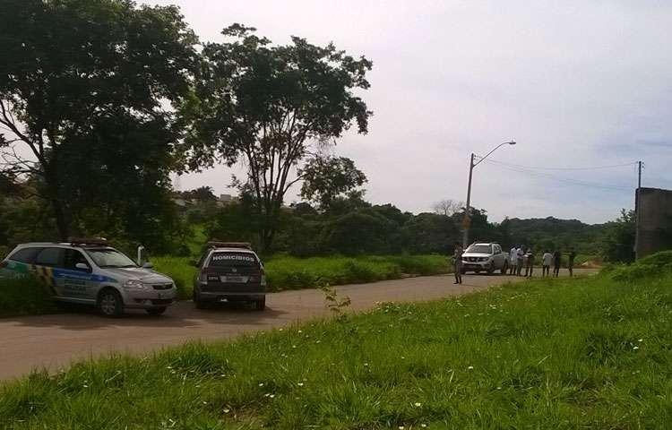 Homem é encontrado morto dentro de caminhonete no Residencial Center Ville