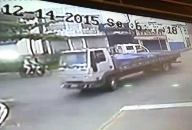 Mulher morre após bater motocicleta contra traseira de caminhão em Anápolis