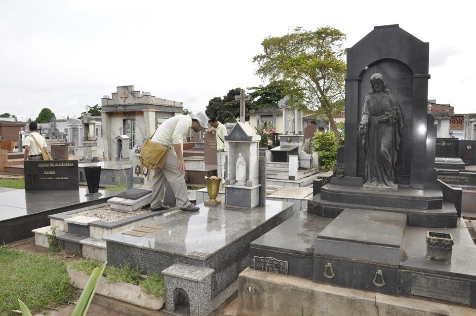 Prefeitura realiza ação de combate ao Aedes aegypti nos cemitérios de Goiânia