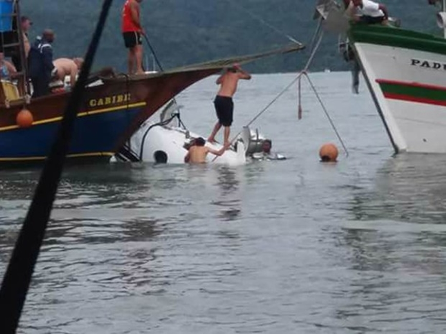 Anac diz que avião que caiu em Paraty está regular; Marinha trabalha no resgate