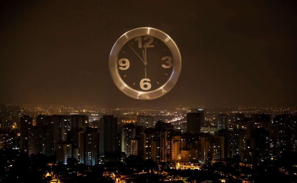 À meia-noite, relógios devem ser adiantados em 1h