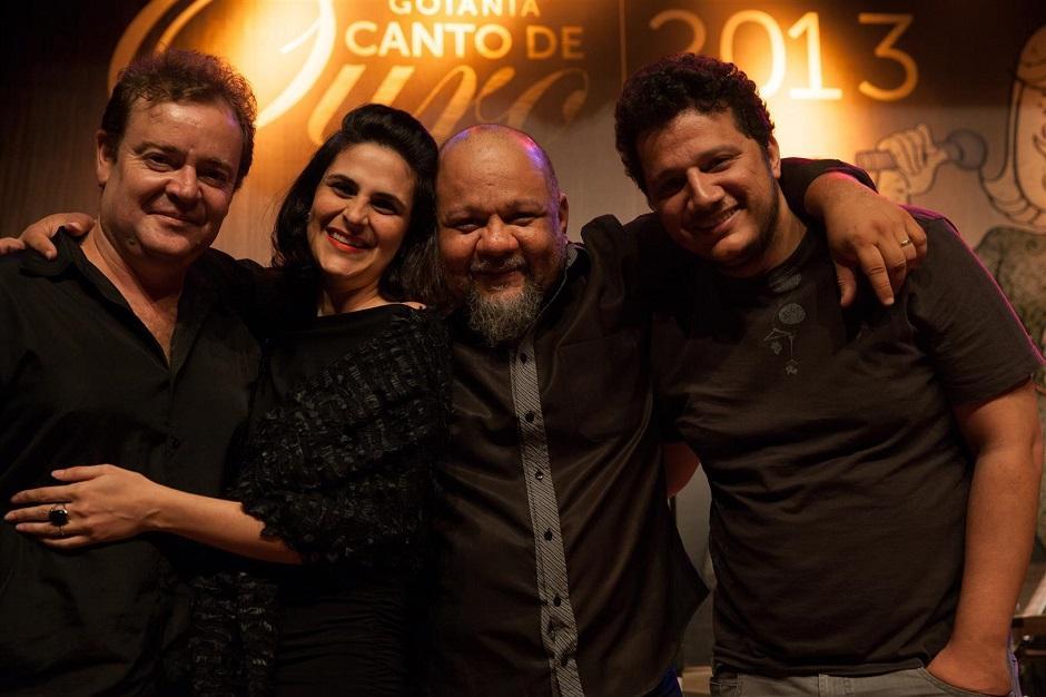 Karine Serrano apresenta o show Choros, Serestas e Canções