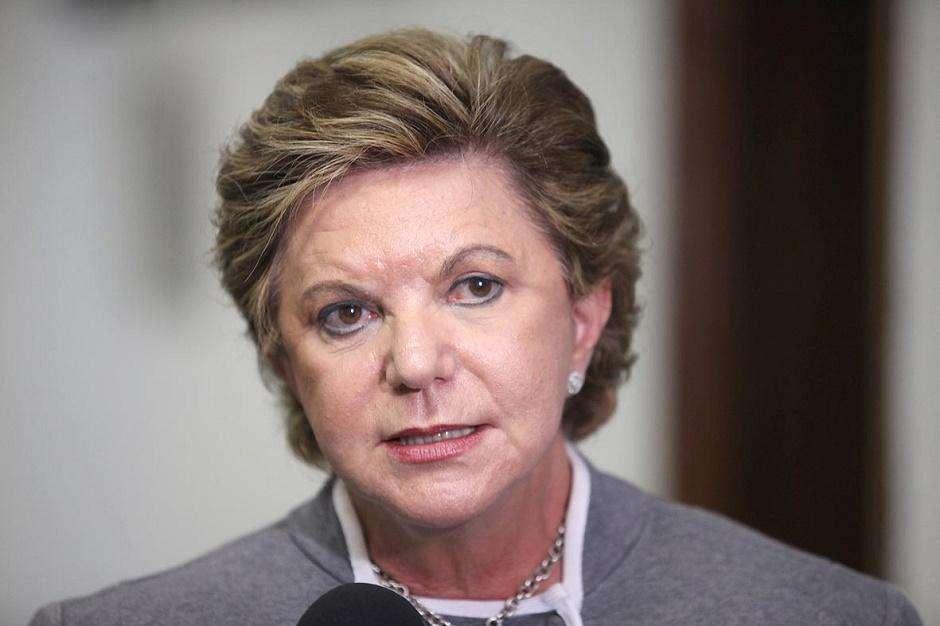 Romário renuncia e Lúcia Vânia é eleita para comissão do impeachment