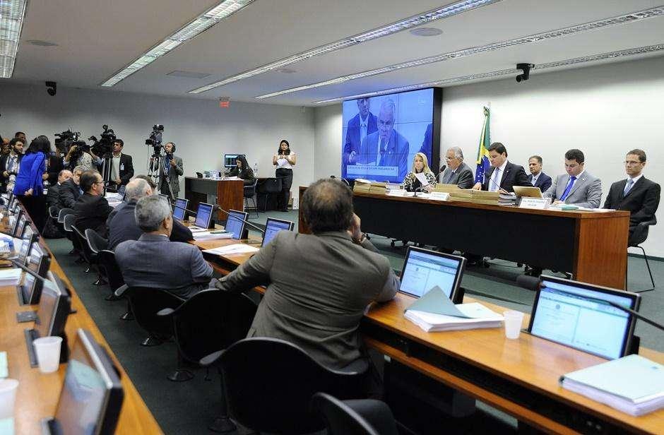 Conselho de Ética aprova cassação de Eduardo Cunha