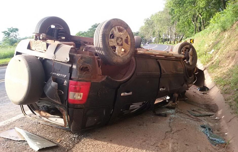 Acidente envolvendo três veículos deixa quatro feridos na BR-050, em Catalão