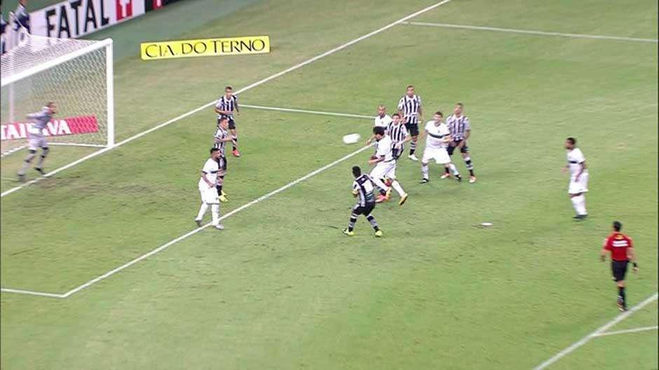 Ceará derrota Goiás e conquista a primeira vitória em casa no Brasileiro