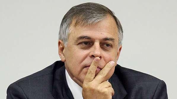 Ex-diretor da Petrobras envolve Campos, Cabral e Roseana em esquema de propina, diz revista