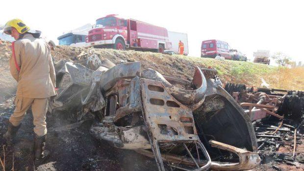 Três pessoas morreram e oito ficaram feridas em acidente na BR-040, próximo a Cristalina