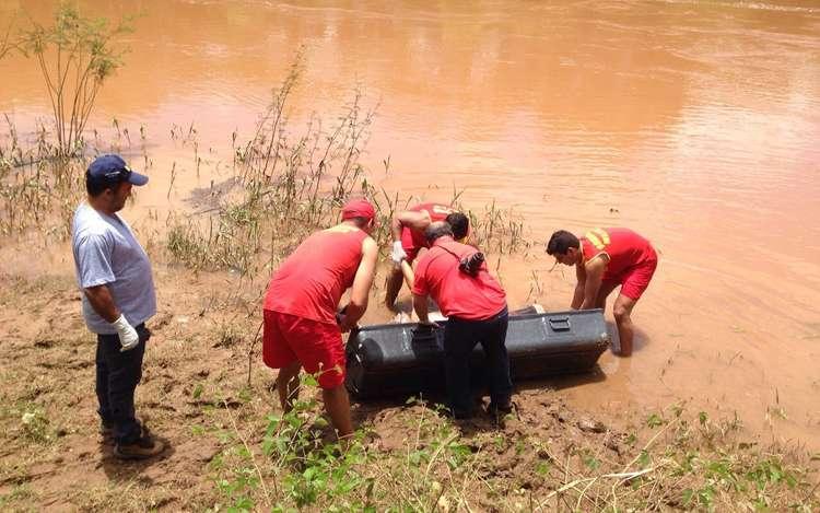 Bombeiros localizam corpo de jovem que se afogou no Rio Corumbá